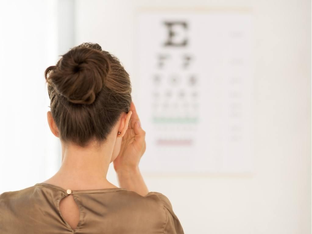 Augenübungen bei Nackenschmerzen
